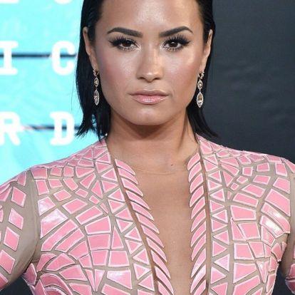 Demi Lovato alkoholmentes pezsgővel adott hálát az elmúlt évért | Marie Claire