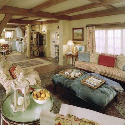 Eladó a Holiday című film ikonikus háza – Cameron Diaz apró kádja új gazdát keres