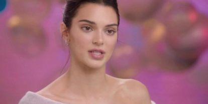 Teljes a felháborodás, megint óriásit hibázott Kim Kardashian húga