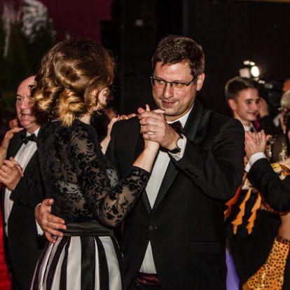 Szombathely bálján még Orbán kedvenc minisztere, Gulyás Gergely is táncra perdült
