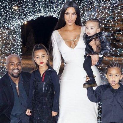 Hivatalos! Kim Kardashianéknál úton van a negyedik gyerek