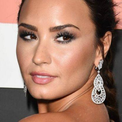 Demi Lovato koszorúslányként is gyönyörű