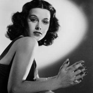 """""""Bármelyik lány lehet elbűvölő – csak annyi kell, hogy nyugodtan állj, és nézz bután"""" – Hedy Lamarr színésznő és feltaláló"""