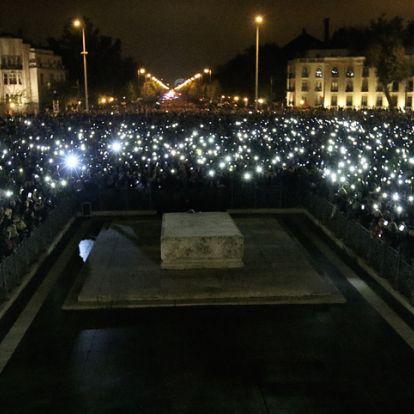 Az egyetemista önmagáért tüntet