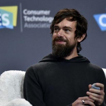 Mark Zuckerbeg 2011-ben lesokkolózott egy kecskét, késsel agyonszúrta, aztán feltálalta vacsorára a Twitter alapítójának