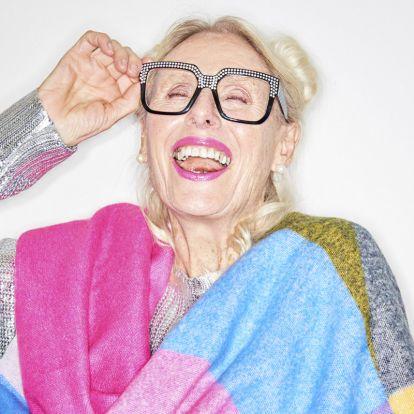 A 97 éves modellnek óriási rajongótábora van az Instán – Elképesztő, hogy milyen ruhákban pózol!