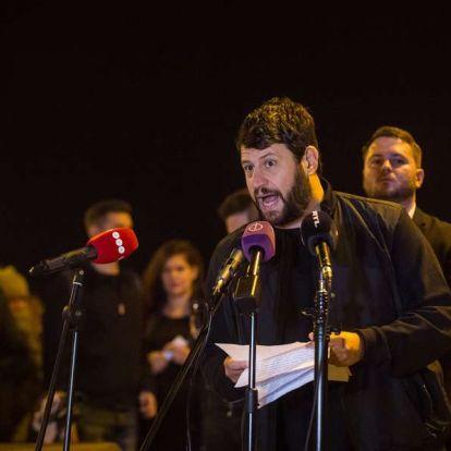 """Puzsérék a Fideszről: """"gyalázatos, ahogy trollfésszel a pofájukon savat öntenek a huszadik századi sebekbe"""""""