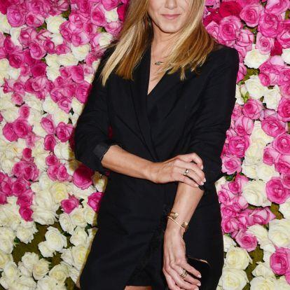 Brad Pitt lepte meg 50. születésnapján Jennifer Anistont
