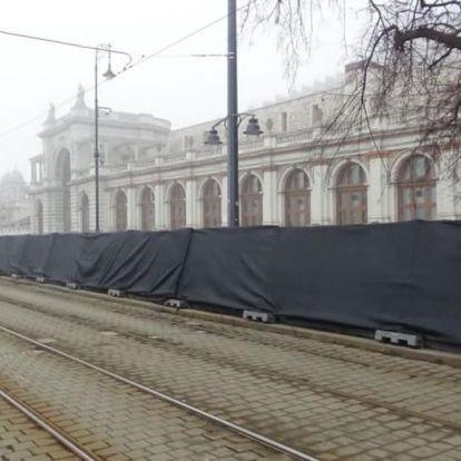 Magyar égre magyar ufót – Rohanunk a forradalomba