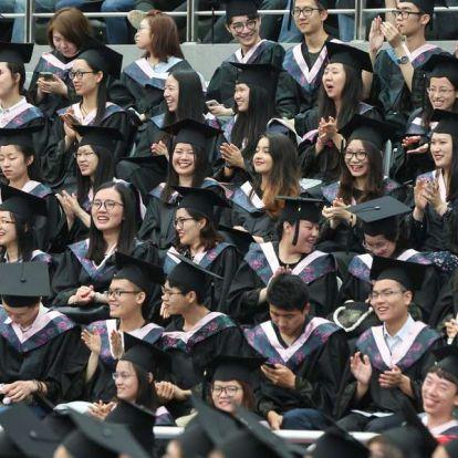"""Magyarország tűri a """"csalást"""", ha részt vehet benne: elindult a kínai-magyar kettős diplomát adó képzés"""