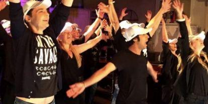 Befejezték az Agymenők forgatását: fergeteges tánccal búcsúztak a szereplők a sorozattól