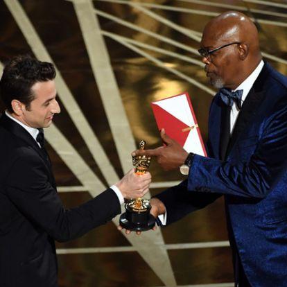 Javier Bardem és Samuel L. Jackson is díjat ad át a rövidített Oscar-gálán