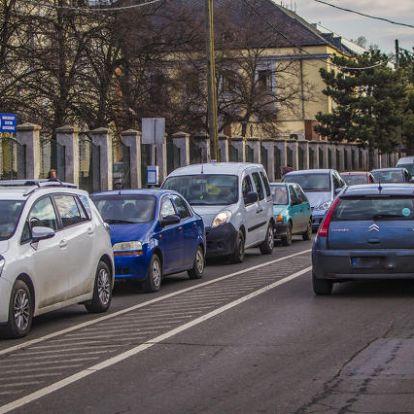 Nem parkolókat kellene építeni Szombathelyen, hanem bicikliutakat