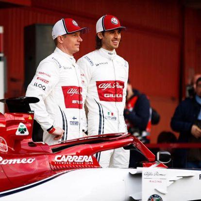 Räikkönen megmutatta az új Alfa Romeót, és rögtön ki is csúszott vele