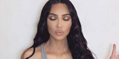 Kim Kardashian megint keveset bízott az emberek képzeletére: a netezők kiakadtak a szettje miatt