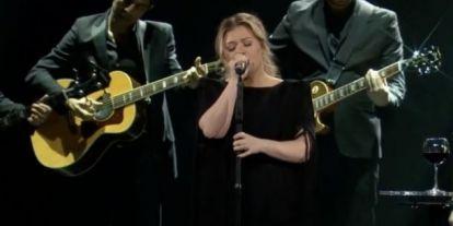 Neked is meg kell hallgatnod Kelly Clarkson Shallow feldolgozását! Sokak szerint jobb, mint az eredeti!