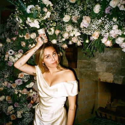 Miley Cyrus titkos esküvőjéről néhány botrányos fotó is előkerült - mutatjuk!