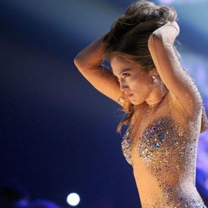 Jennifer Lopez rúdtáncot gyakorol minden más dolog