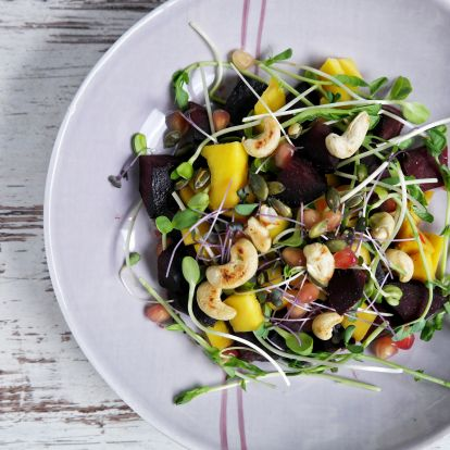 Céklás - Mangós Saláta Mikrozöldekkel