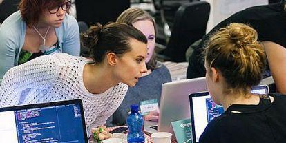 28 lányt tanított meg programozni egy év alatt a Morgan Stanley