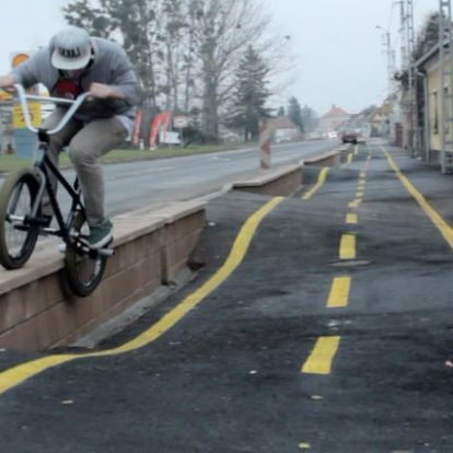 """""""Vicces"""" kerékpárutak és egyéb megoldások Vas megyében"""