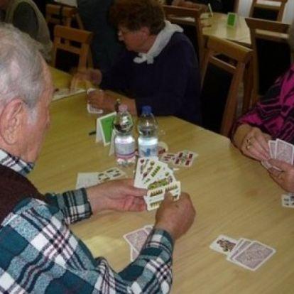 Snapszer, ulti ¬ – Nyugdíjasok kártyaversenye