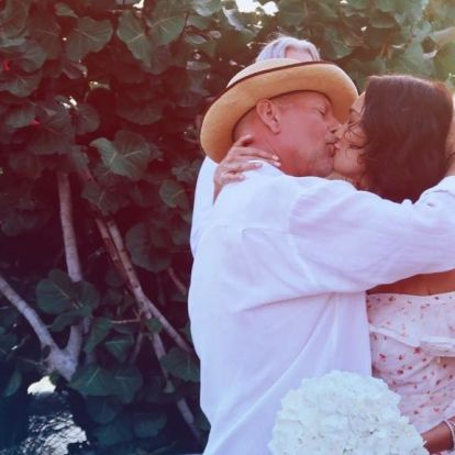 Bruce Willis újra elvette feleségét, Demi Moore-t is meghívták