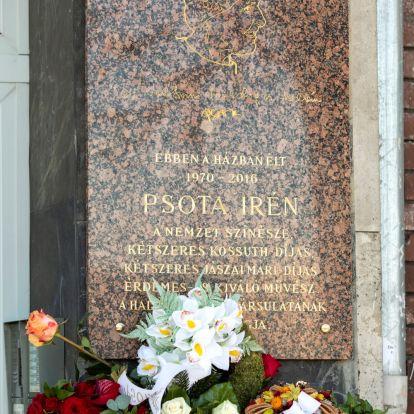 Emléktáblát avattak a kilencven éve született Psota Irén tiszteletére