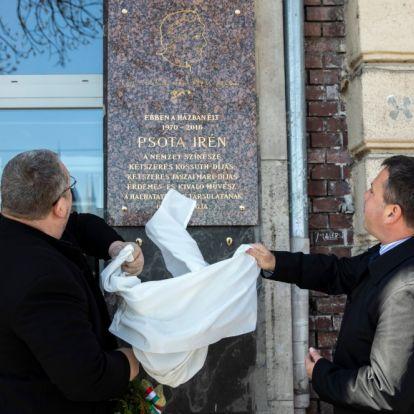 Emléktábla Psota Irén tiszteletére