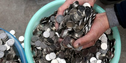 Mit vesznek a szegény emberek, ha pénzt kapnak?