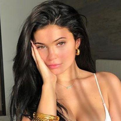 Kylie Jenner zavarba ejtően intim fotót posztolt magáról és párjáról