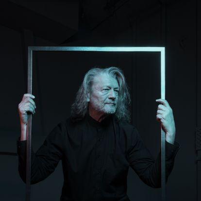 """""""Rejtőbe oltott Dosztojevszkij"""" - Koncertszínházi előadás készül a Tizenkét székből"""