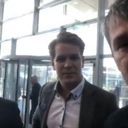 Breaking: Akciózik az ellenzék a közmédia székházánál, be akarnak jutni (+videó)