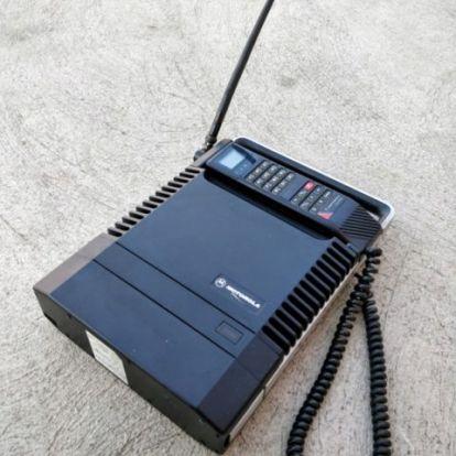 Generációk mobiljai: antennás, táskányi méretű és trikolór készülékek egy szegedi kiállításon