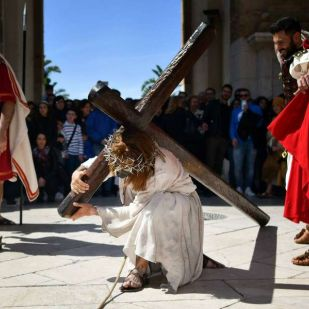 Szicíliában egy egész város játssza el Jézus kálváriáját