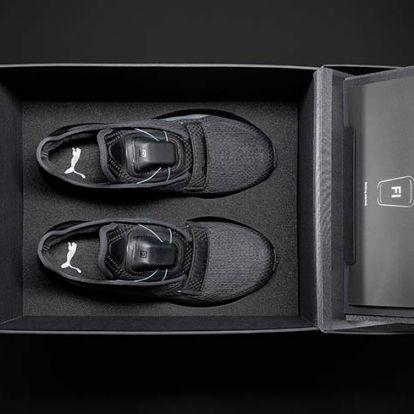 Lewis Hamilton önbekötő okos cipőt villantott
