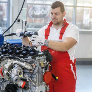 Tízezrekkel rövidítik meg az Audi dolgozóit? Újra sztrájk jöhet Győrben