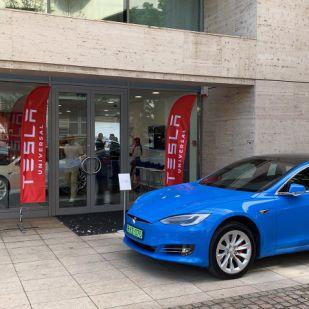 Megérkezett hazánkba a Tesla – Budapesten megnyílt az első Tesla bemutatóterem