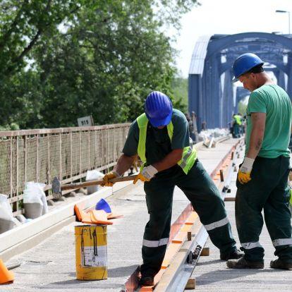 Finisben a kiskörei Tisza-híd felújítása