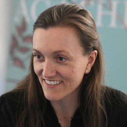 Terápiás boldogtalanság – Interjú Anne Cathrine Bomann dán írónővel