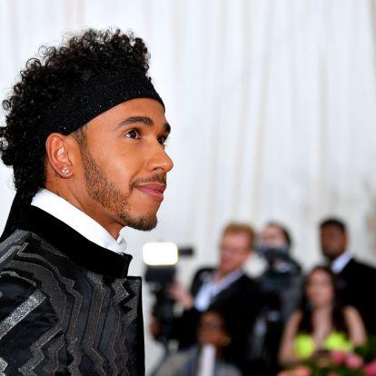 Lewis Hamilton Prince-nek öltözött