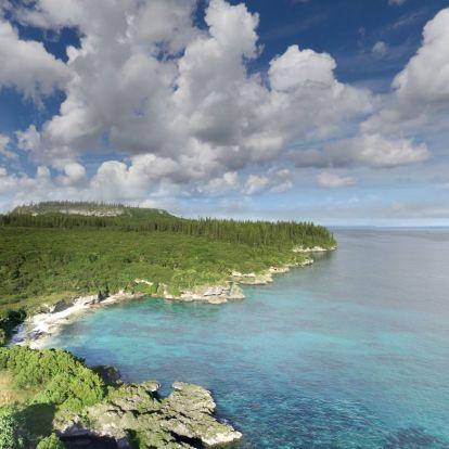 Rengett a föld a Hűség-szigeteknél