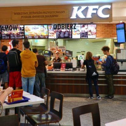 Kitálalt a KFC dolgozója: napi 10 óra robot, nettó 110-ért