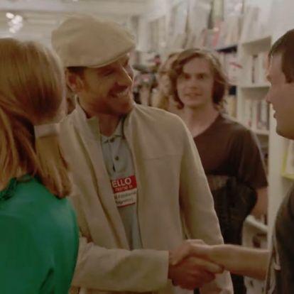 Nézelődsz egy képregényboltban, aztán egyszer csak besétál Sophie Turner, meg Michael Fassbender
