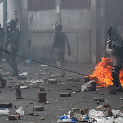 Ketten meghaltak Haitin az erőszakos kormányellenes tüntetések során
