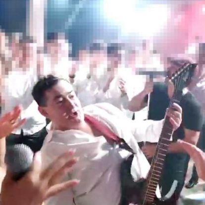 Mészáros Lőrinc gitárral a nyakában, rocksztárként tombol egy kiszivárgott videón
