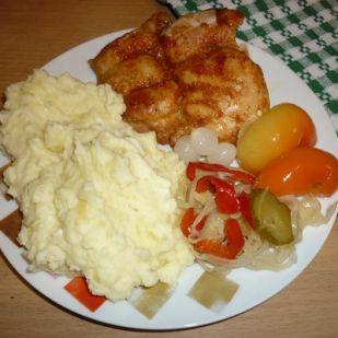 Fűszeres sült csirkecombfilé körettel