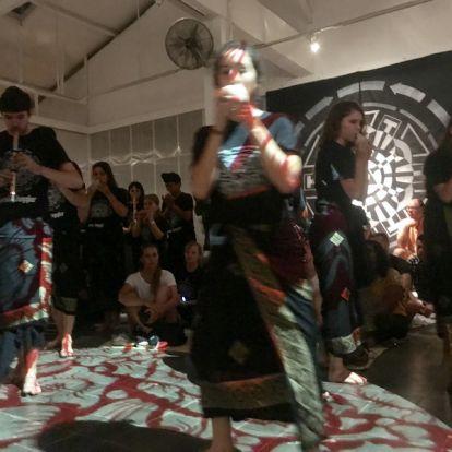 Argentin zeneszerző műve gamelanra és csellóra - Bali multi-kulti