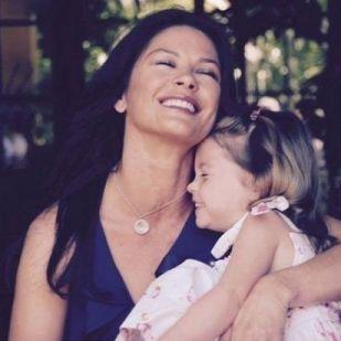 Elképesztő képeket posztol Catherine Zeta-Jones 16 éves lánya! Mutatjuk