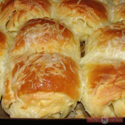 Vajjal kenegetett leveles kelttészta croissant - Reggelik és harapnivalók - Receptvarázs – receptek képekkel
